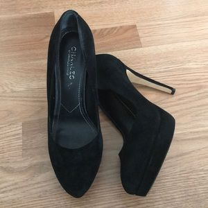 Black velvet platform pumps